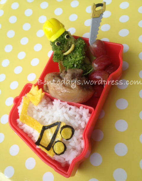 Construction themed lunch bento  - excavator with construction worker and tools