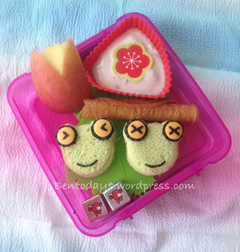 Frog bento for breakfast, made with pandan bread. Also good as lunch bento