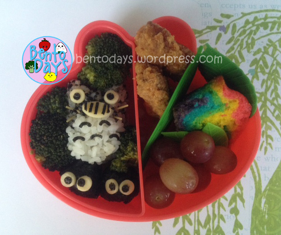Cute lunch bento for kids - Totoro (Japanese cartoon, anime) made of onigiri. Also tips on how to colour rice grey.