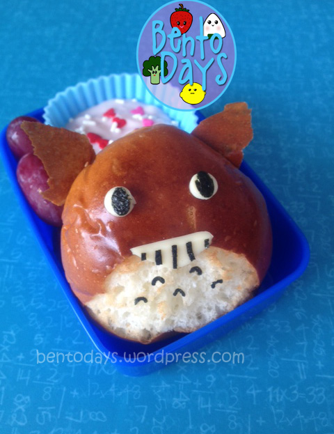Totoro bread bun, red bean bun (bao/ pao), lunch for baby, cute lunch idea for kids