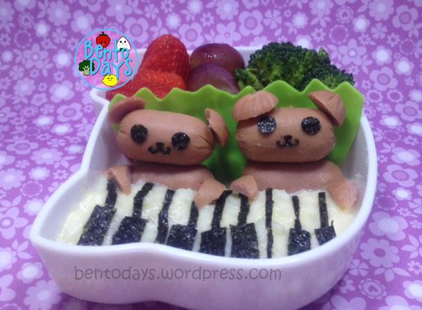 Musical bears on piano bento, made of mashed potato and sausage.