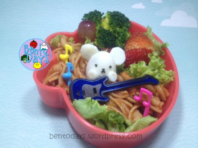 Musical bento: Quail egg Mouse with guitar