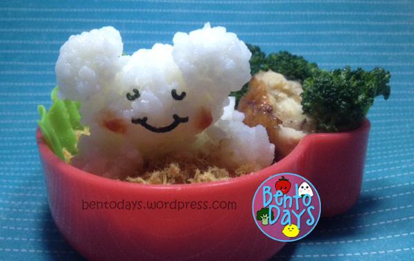 Sleeping bear lunch bento (onigiri and pork floss)