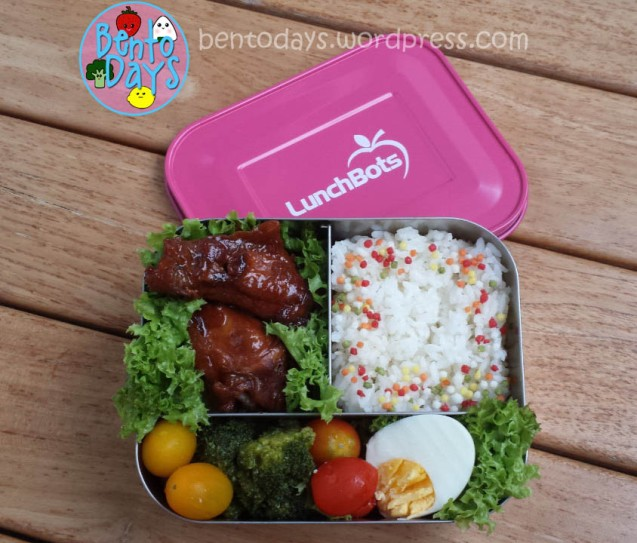 Sweet sesame chicken bento in Lunchbots Trio | Bento Days