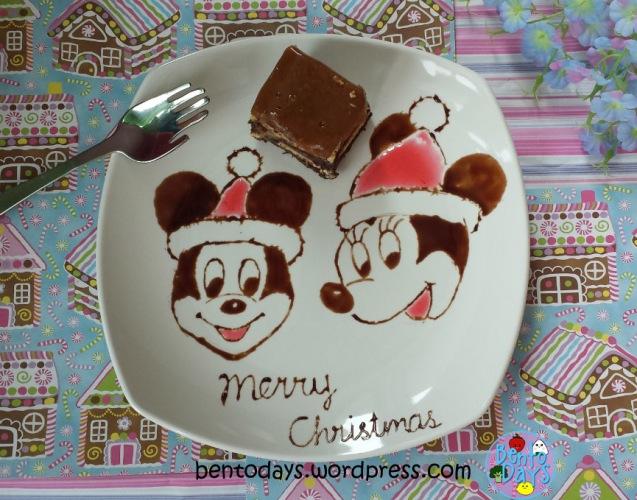 Food art: chocolate drawing of Mickey at Christmas | Bento Days