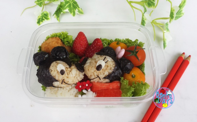 Mickey and Minnie kissing Valentines bento | Bento Days