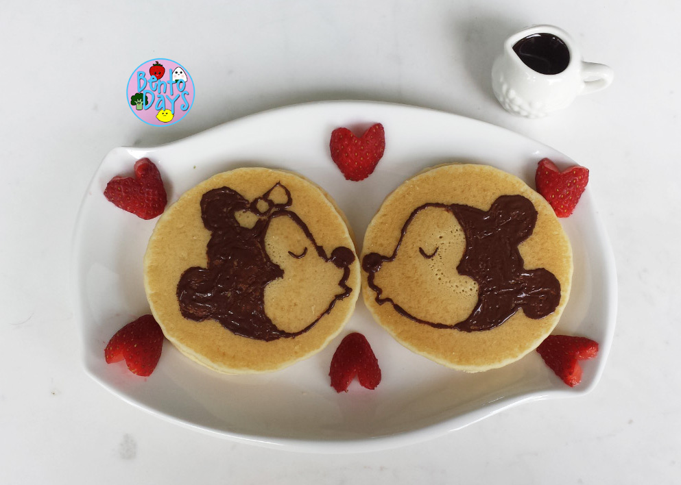 Mickey and Minnie kissing Valentines bento | Bento Days