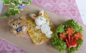 LINE bento: Brown and Cony Picnic food art | Bento Days