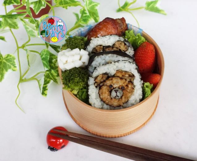 LINE Brown bear deco sushi kazarimaki sushi bento | Bento Days