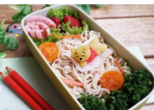 Yakisoba fried noodles bento with mashed potato Pooh bear | Bento Days
