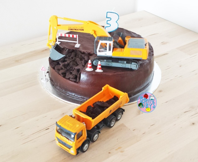 Construction themed birthday cake | Bento Days