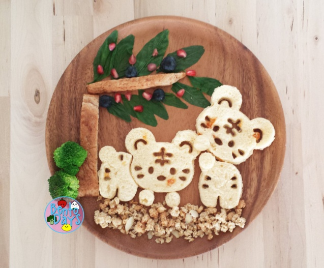 Tigers playing under a tree food art made with CuteZCute Cuddlepalz cutters | Bento Days