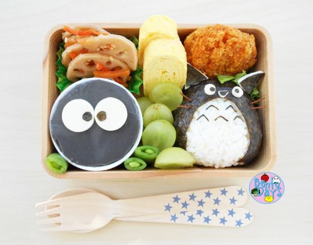 Totoro and Makkuro kurosuke bento