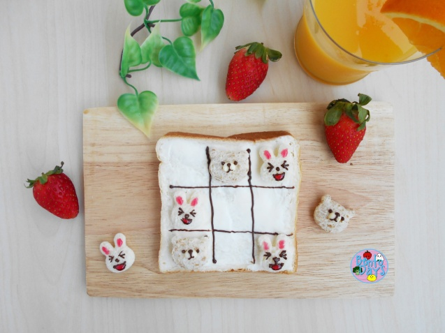 LINE Brown and Cony tic tac toe toast