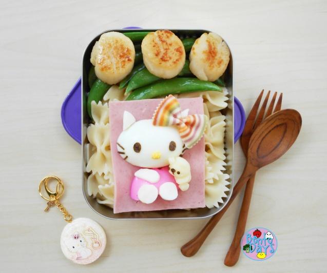 Hello Kitty pasta bento