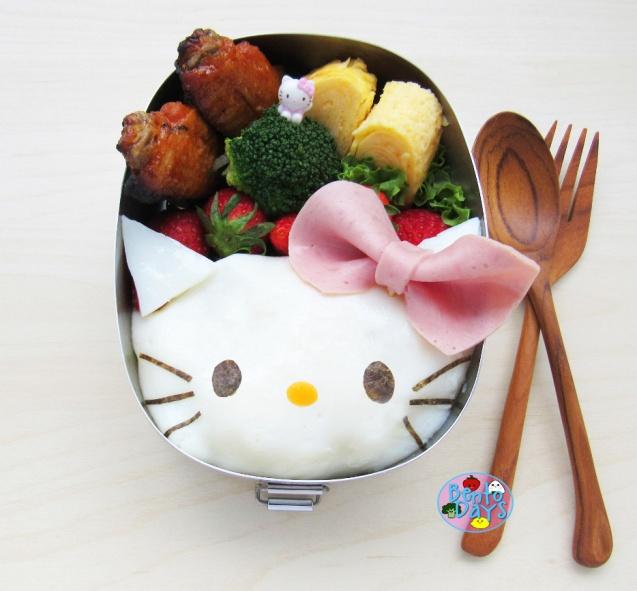 Hello Kitty Omurice Bento
