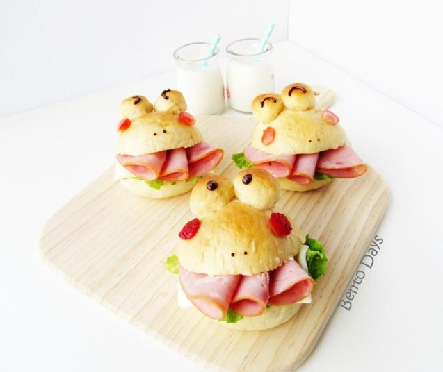 Froggy bread buns