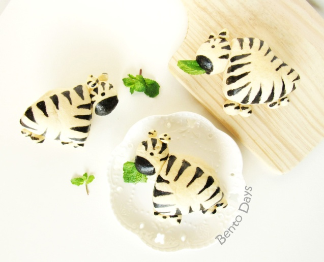Zebra bread buns