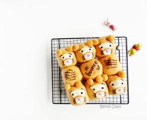 Tigger pull-apart bread buns